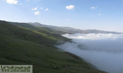 در طول مسیر چندین بار از میان ابرها و مه غلیظ عبور کردیم