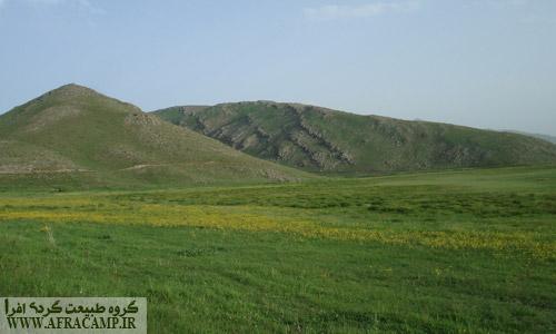 تپه های اطراف دریاچه نئور