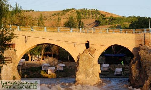 پل تاریخی زمانخان بر روی رودخانه زاینده رود در سامان