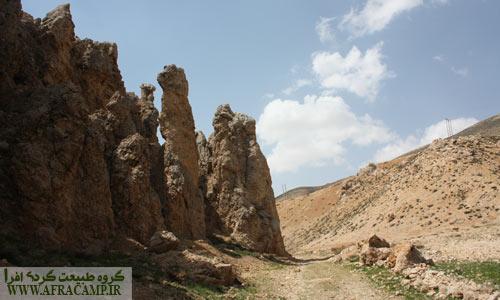صخره های زیبا و خاص اطراف رود کوهرنگ