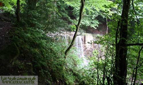 آبشار لونک در جنگل های سیاهکل و در نزدیکی محور سیاهکل دیلمان