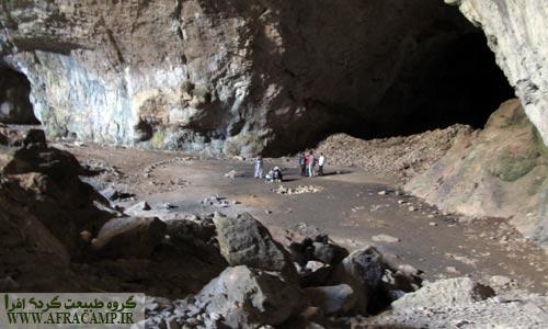 فضای بزرگ و مسطح ابتدای غار
