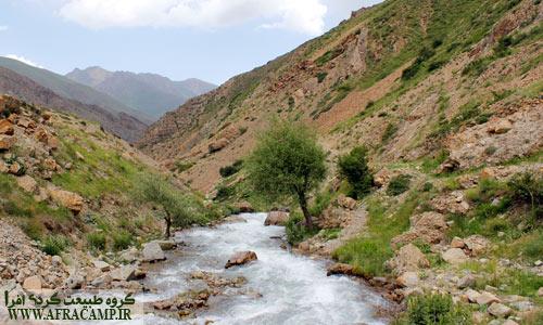 رود دریوک که برای رسیدن به دشت می بایست با پل از روی آن گذشت.
