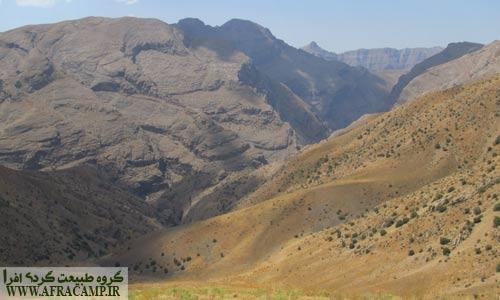 دره نیگا که ازمسیر دریاچه گهر منشعب می شود.