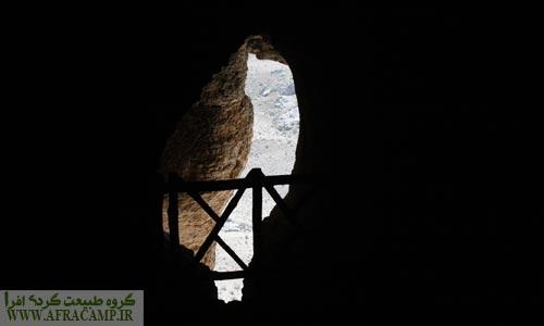 دریچه ای رو به کوهستان