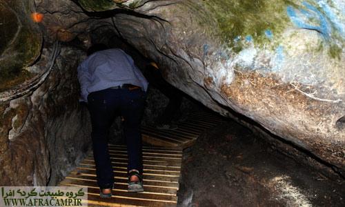 راهروهای غار کرفتو، در بخش هایی از غار می بایست به صورت نیم خیز حرکت کرد.