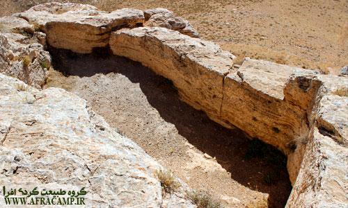 آثار باقی مانده از بناهای باستانی