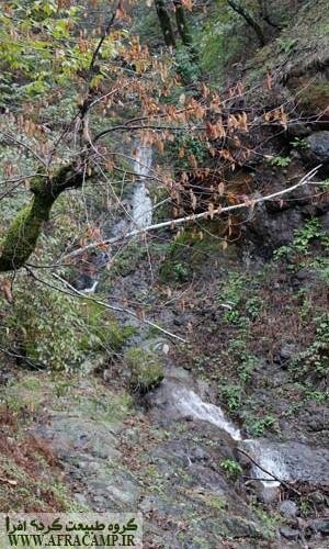 در فصل بارندگی چشمه ها از کوچکترین فرصتی برای جاری شدن استفاده می کردند.