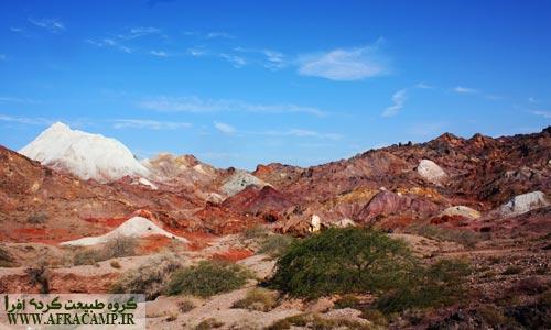 خاکهایی رنگارنگ هرمز را به رنگین کمان خلیج فارس تبدیل کرده است