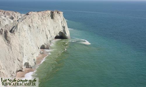 ساحل محیط زیست که لاک پشت ها در این ساحل تخم گذاری می کنند از مناطق معروف جزیره هرمز است