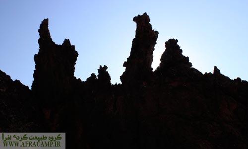 دره مجسمه ها که از طرح های خاصی که از فرسایش خاک و کوه ناشی می شود بوجود آمده