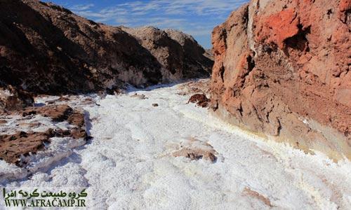 نمک، که جز جدایی ناپذیر آبهای آزاد است، در هرمز نیز به وفور یافت می شود، غارهای نمکی در هرمز و قشم واقعا رویایی هستند