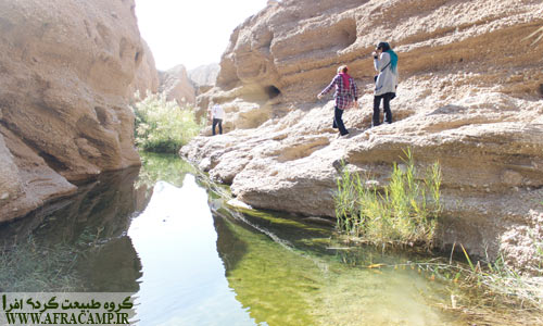 در برخی نقاط کال اصلی آب جمع شده و شاید عمق آن تا 1.5 متر برسد. با احتیاط می توان از کنار آن گذر کرد.