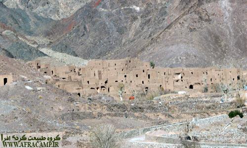 روستای اسفندیار در دامن کوهستان