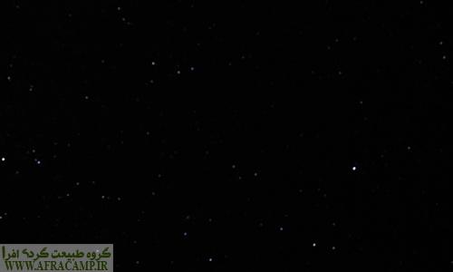 اگر سفری به طبس داشتید، حتماً شبی را در زیر آسمان ستاره باران در روستاهای اطراف طبس بگذرانید... آسمان پرستاره  کویر نمک فهالنج به خاطر نداشتن سه پایه کلا به همین عکس ختم شد P: