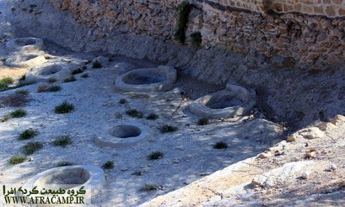 گفته می شود سیصد و شصت و شش چاه به تعداد روزهای سال در لافت وجود دارد