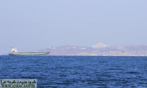 دور نمای کوه های نمکی هرمز از ساحل لارک