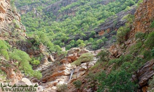 نمای زیبای پشت آبشار اول
