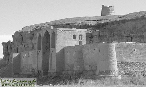 کاروانسرای عباسی به جا مانده از دوران صفویان در ایزدخواست