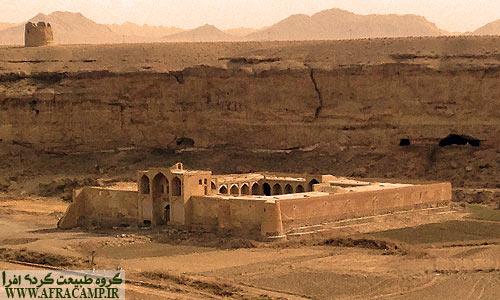 نمای کاروانسرا از کنار قلعه