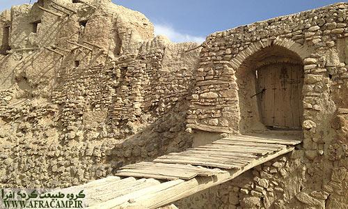 ورودی قلعه ایزدخواست