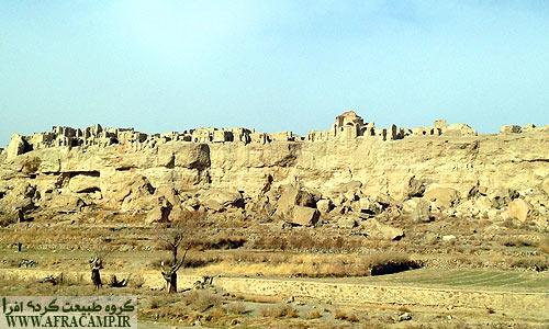 دورنمای قلعه ساسانی ایزدخواست