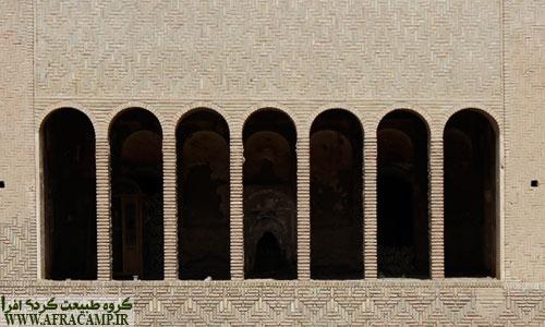 معماری بینظیر خانه های ایرانی در اینجا به خوبی خودنمایی می کند.