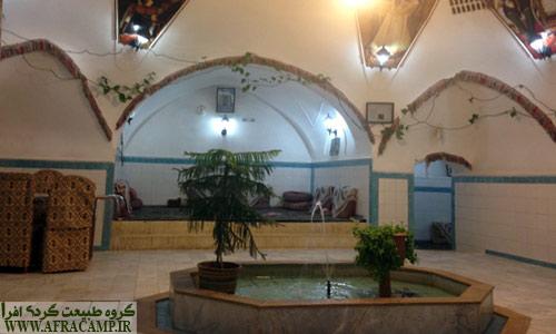 حمام میرزا که حالا چند سالی است جای خود را به سفره خانه داده است.