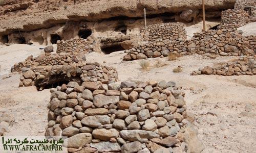 برای ساختن همه بناها از سنگ استفاده شده است