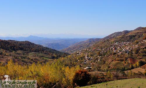 روستای چورت در زیر آفتاب دل انگیز پاییزی