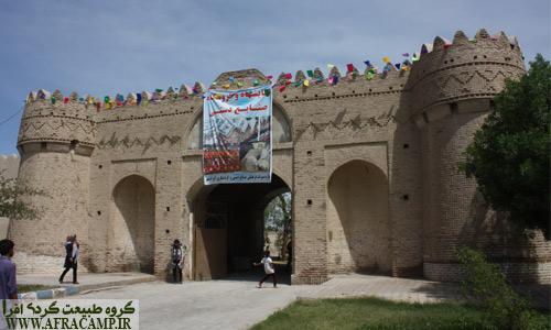 ورودی قلعه ناصری در مرکز ایرانشهر