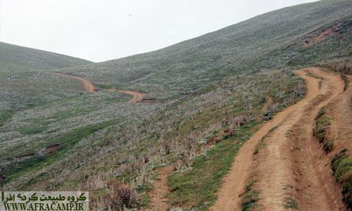 گشت و گذار در تپه های سبز اطراف بسیار لذت بخش است.