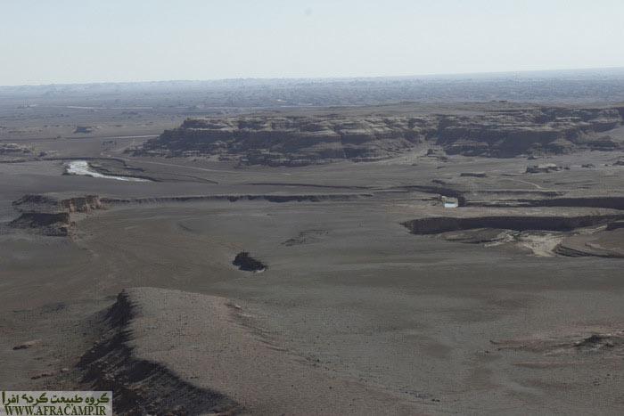 ابتدای مسیر از آن سوی دره در سمت راست عکس است.