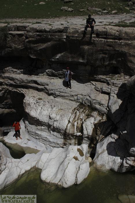 دیواره های بلند حوضچه ها