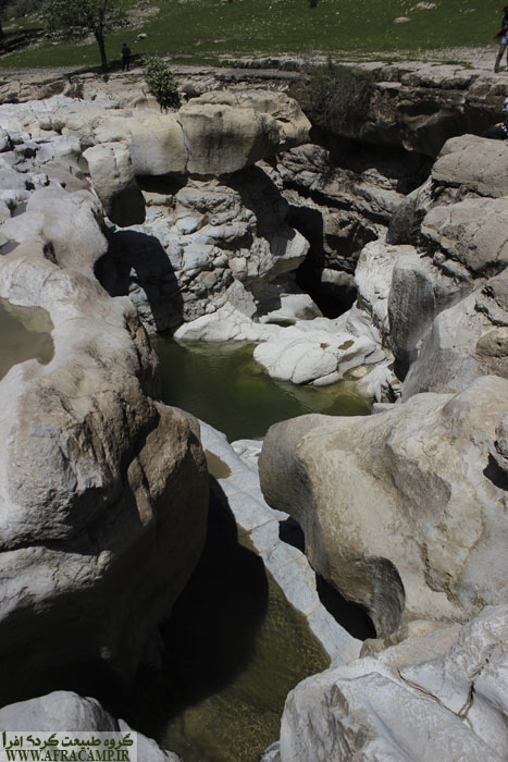 با توجه به ارتفاع دیواره ها تمامی حوضچه ها در سترس نیست. ولی حوضچه اول را به راحتی می توان وارد شد.