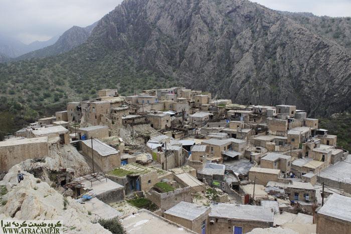 خانه های مارین یک و دو طبقه است. ایستادن بر روی پشت بام و چشم اندازهای اطراف از عادات روستاست.
