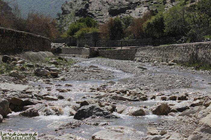 رودی از چشمه ساران... در نزدیکی دیل