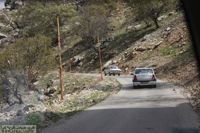 در اواخر مسیر جاده فرعی است و باید با احتیاط رانندگی کرد.