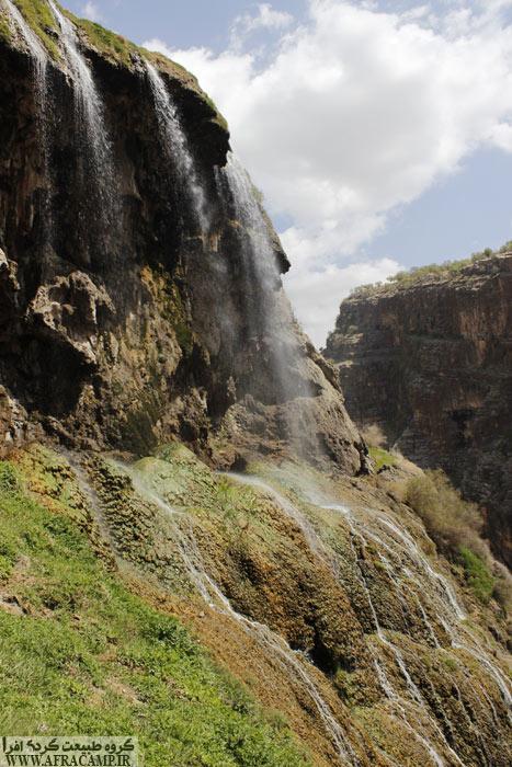 کمی پایین آمده و سر می چرخانیم... آبشار کمردوغ