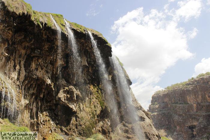 فقط آنچه که خوشایند نیست این است که آب آبشار از چشمه بالای روستا ابتدا به حوضچه پرورش ماهی می رود و سپس اینجا رها می شود.