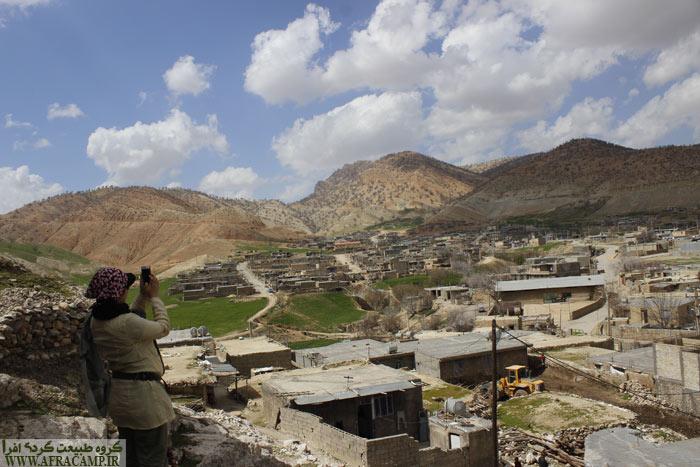 بخش دیشموک از توابع شهرستان کهگیلویه در 80 کیلومتری دهدشت است و در ارتفاع 1700 متری از سطح دریاست و مرز کهگیلویه سردسیری است.