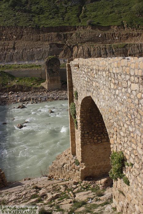 پل قلعه دختر(مارون) پل عظیمی بوده و ساخت آن را به دوره صفویه نسبت داده اند ولیکن از تاریخچه دقیق آن اطلاعی نداریم.