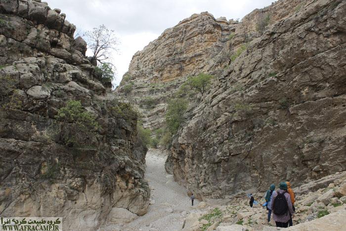 مسیر در طول خود شیب ملایمی به سمت شمال دارد.