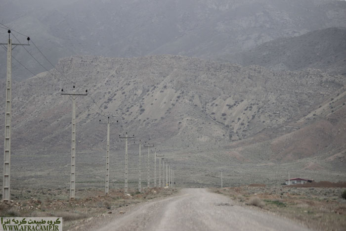 شش کیلومتر از مسیر از آسیاوند تا قلعه خاکی است.
