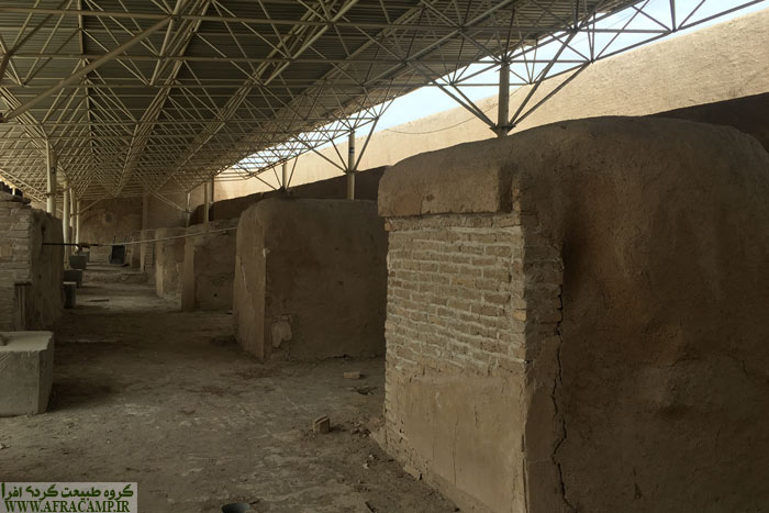 بقایای اتشکده دوران ساسانی که بر روی آن مسجد ساخته شده نیز در آنجا مشاهده می شود.