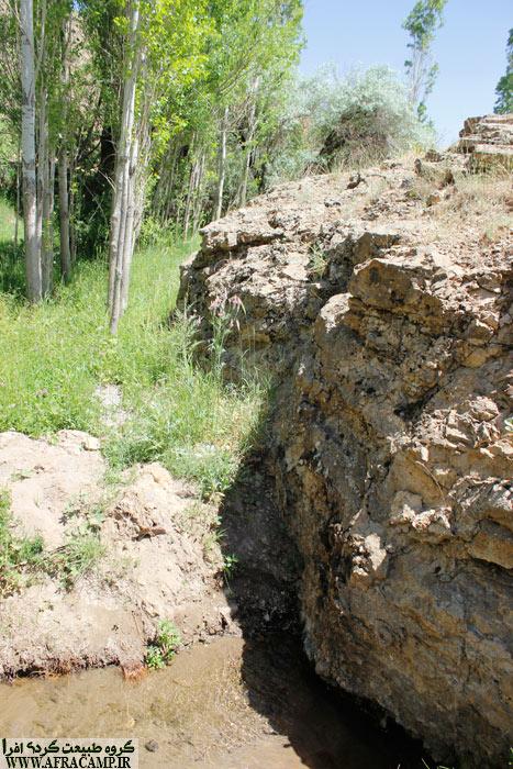 چشمه دره نعمت در همان اوایل مسیر بر سر راه است.