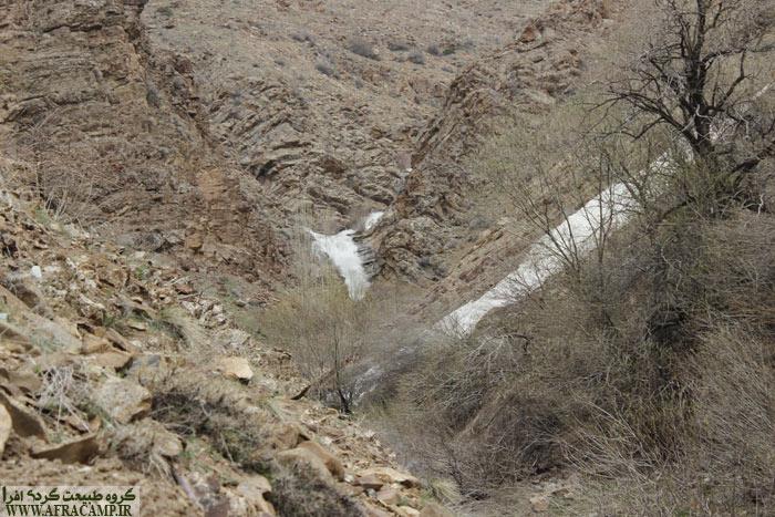 آبشار در انتها می غرد