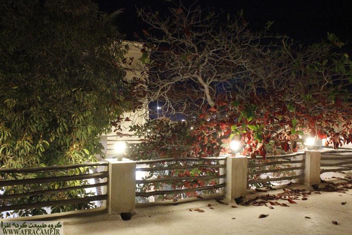 پشت بام اقامتگاه یونسی، نرده های چندلی