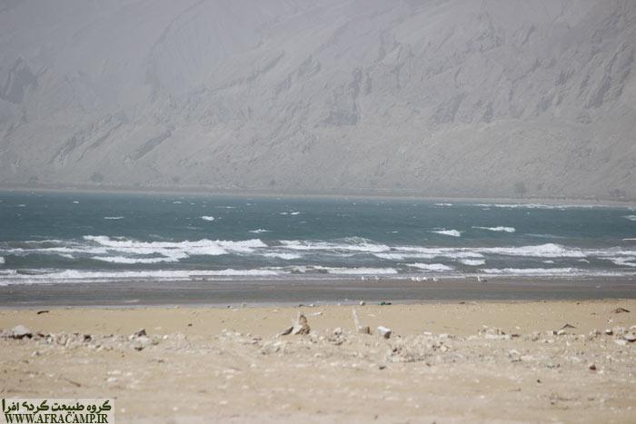 امواج کوبنده خلیج فارس در بندر چارک