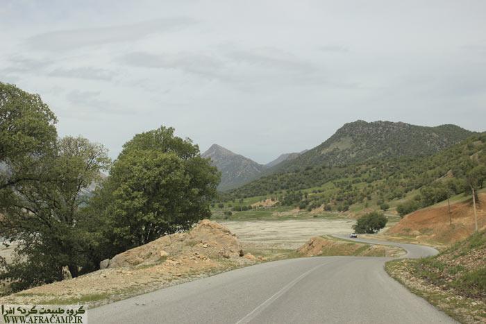 جاده رویایی شول آباد در کار رود آب زز